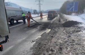 Не пройшло і року: комунальники взялися за ремонт доріг на Хустщині