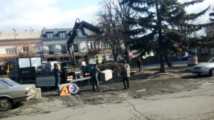 Площу Петефі в Ужгороді продовжують ремонтувати (ФОТО)