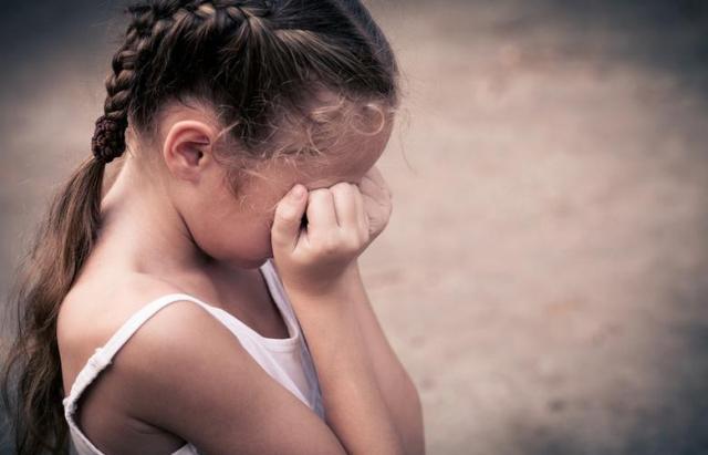 В Мукачеві дорослі чоловіки чіплялися до дітей