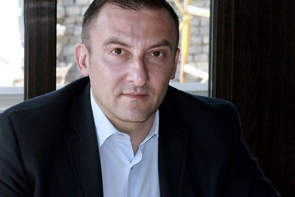 В центрі Києва невідомі обстріляли авто депутата Соболєва: Загинув трирічний син політика