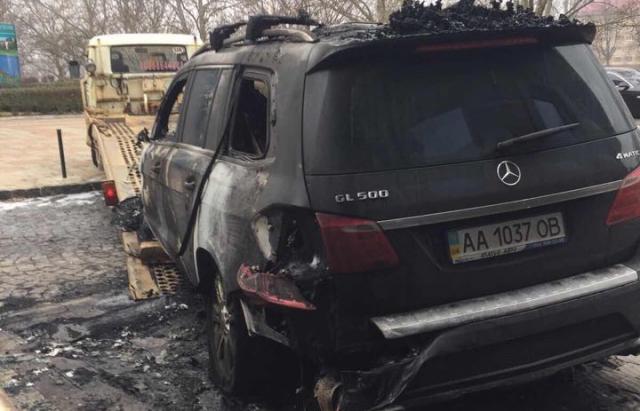 Мерседес ужгородця все ж таки спалили: Оприлюднено відео злочину