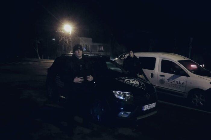 В Ужгороді приватні охоронці разом з поліцією затримали злочинця, який ножем поранив чоловіка