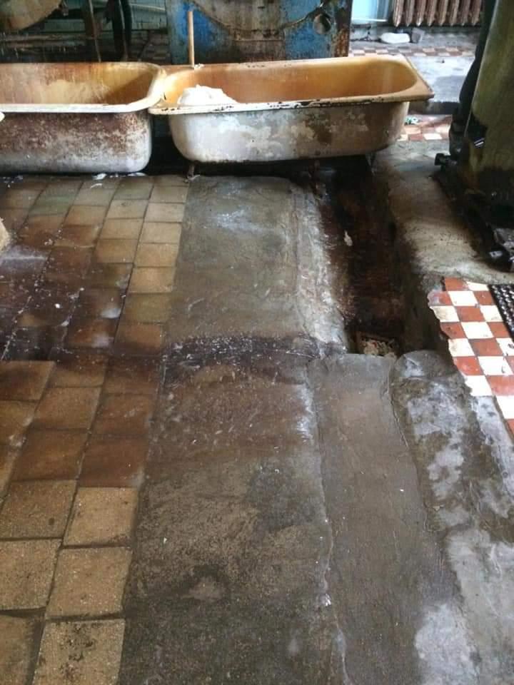 Жахливі умови та повна антисанітарія: в мережі оприлюднили знімки Хустської ЦРЛ (ФОТО)