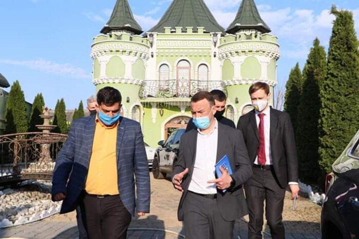 Голова Закарпатської ОДА навідався до ромського поселення (ФОТО)