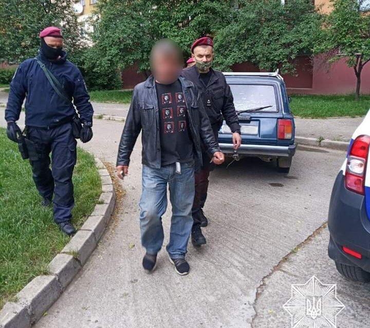 В Ужгороді оперативно затримали грабіжників, які викрали гаманець в чоловіка