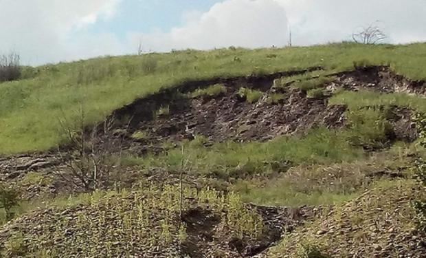 Наслідки паводку: на Рахівщині ґрунт зсунувся на дорогу