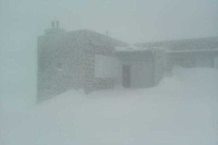 В Карпатах справжня зима: падає сніг, мороз