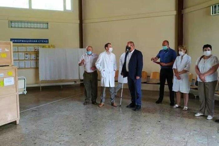 Добра справа: для Берегівської ЦРЛ спонсори передали апарат ШВЛ
