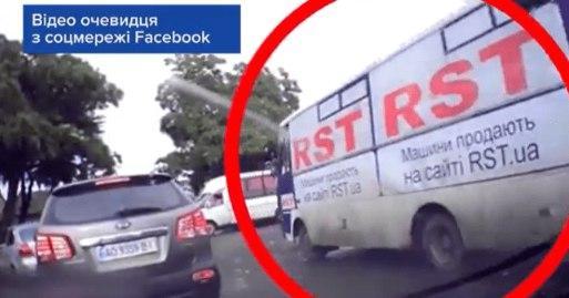 Наражав на небезпеку пасажирів: в Ужгороді водій маршрутки спричинив ДТП (ВІДЕО)