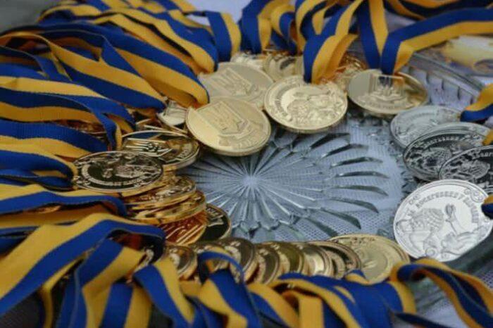 Завтра випускників Ужгородських шкіл нагородять медалями