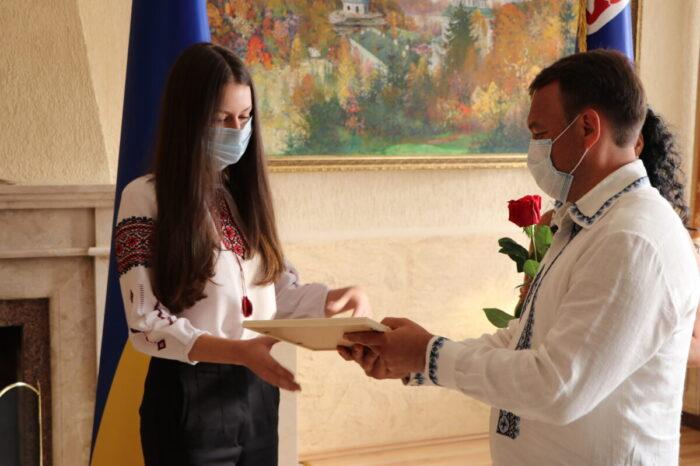 Ще одна юна закарпатка отримала на ЗНО 200 балів