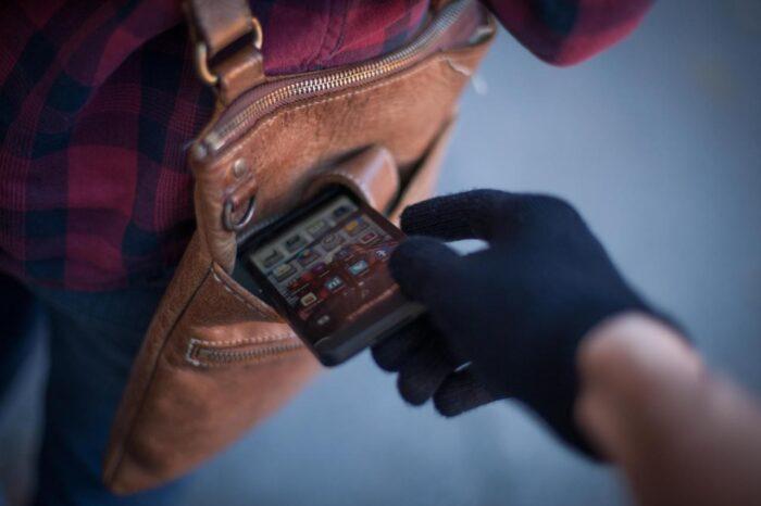 Мукачівські поліцейські розкрили крадіжку мобільного телефону з місцевої кав'ярні