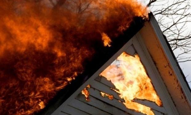 У Рахові повністю згорів будинок