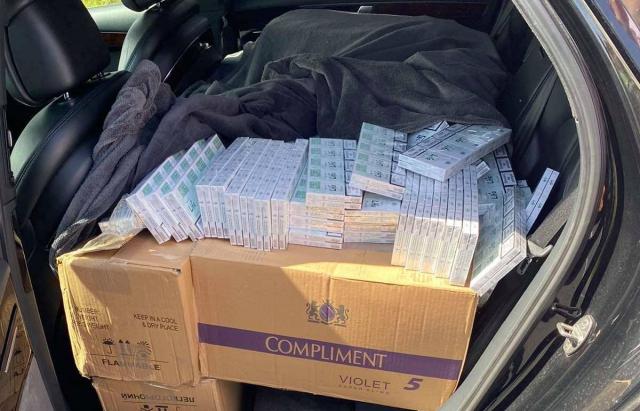 10 000 пачок цигарок у шикарному автомобілі: угорці виявили контрабанду
