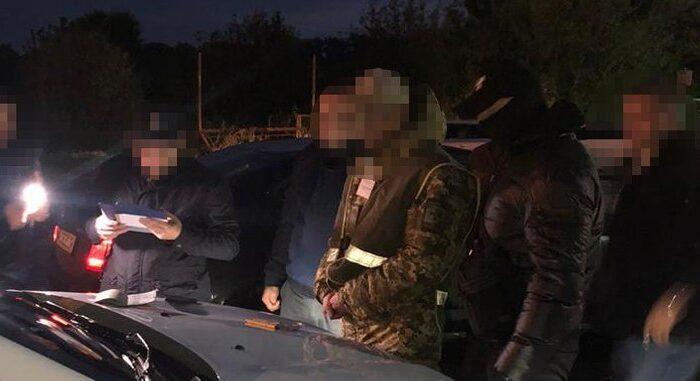 11 тисяч за проїзд: на Закарпатті затримали прикордонника