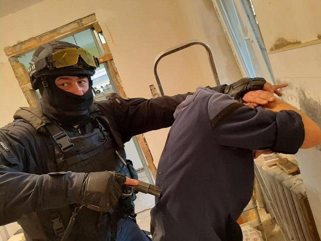У Мукачеві затримали наркозбувача та вилучили 1 кілограм наркотиків
