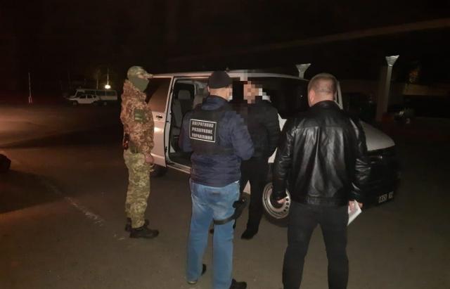 Закарпатцеві, який переправляв нелегалів та переховувався у Росії, загрожує до 7 років в'язниці