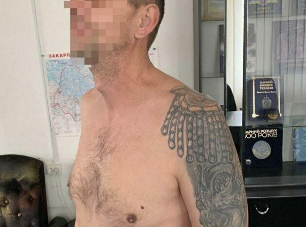 На Закарпатті поліцейські схопили хмельничанина зі зброєю та наркотиками