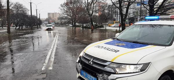 Вулиці Ужгорода затоплені (ВІДЕО)