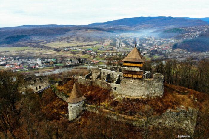 Оновлений Невицький замок показали із висоти пташиного польоту