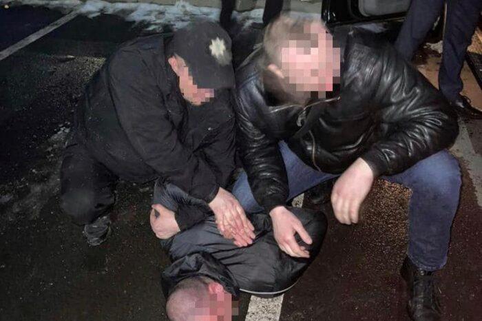 На Закарпатті правоохоронці затримали групу зловмисників, які вчинили розбійний напад