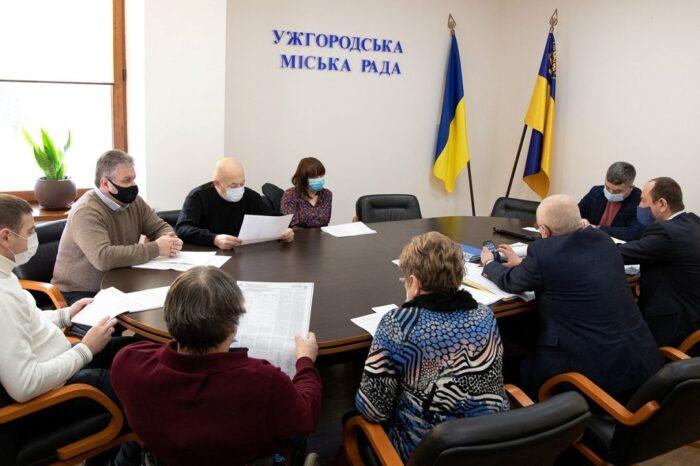 В Ужгороді визначали перевізників на трьох міських автобусних маршрутах
