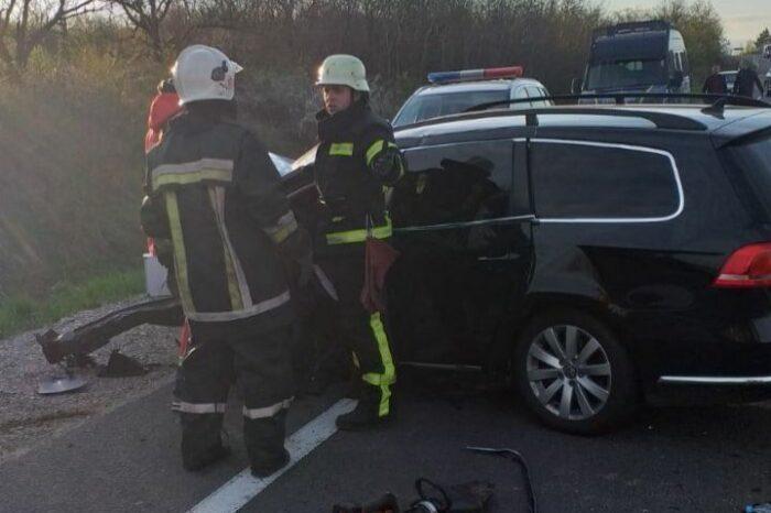 У автокатастрофі на Мукачівщині загинули троє осіб: офіційна інформація (ФОТО)