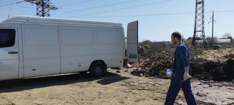 У Мукачеві спіймали порушника, який викидав сміття у недозволеному місці