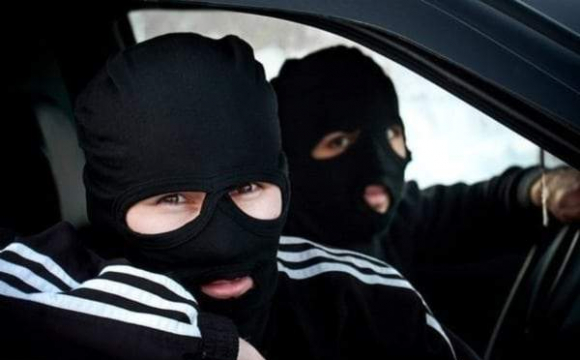Неповнолітній мукачівець зі старшим братом регулярно грабували мешканців району (ФОТО)