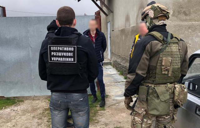 Закарпатцю, який переправляв через кордон нелегалів повідомили про підозру