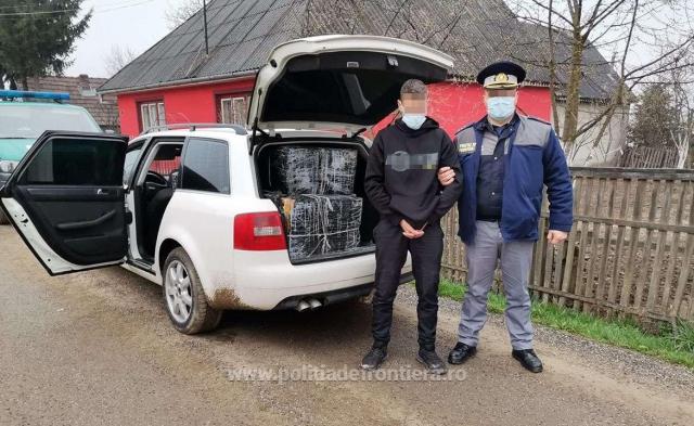 Сигарети через Тису переправили закарпатці, а поліція затримала румуна