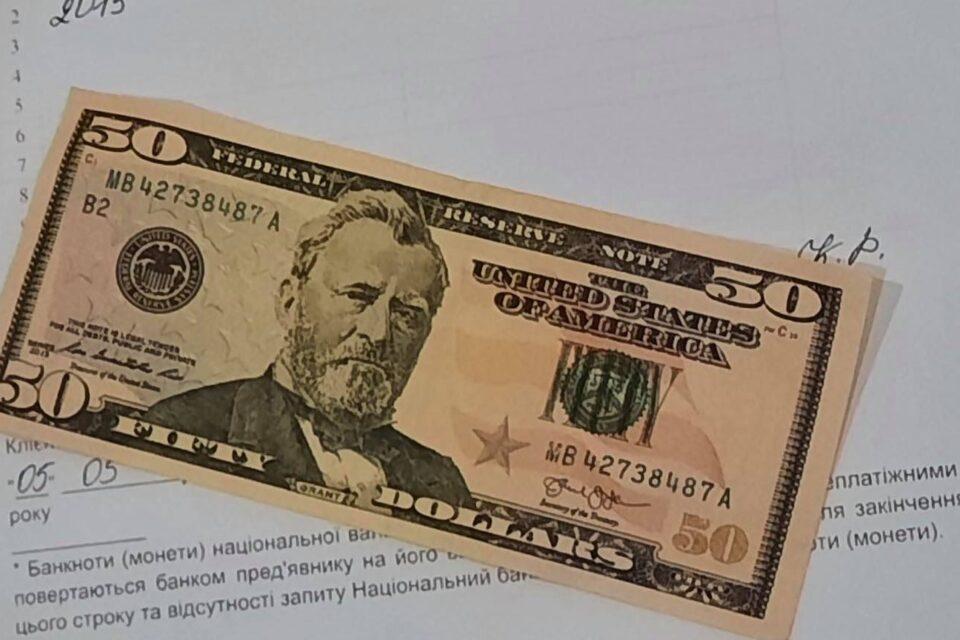 Закарпатець хотів обміняти фальшиві долари