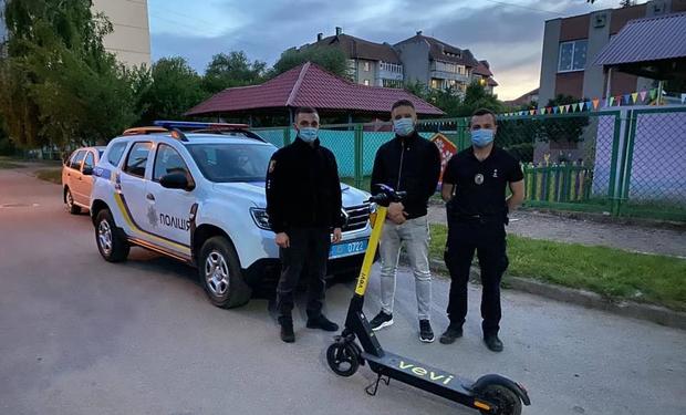 В Ужгороді викрали шість електросамокатів в перший же день роботи сервісу з їх прокату (ВІДЕО)