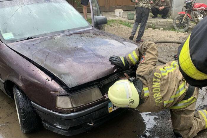 Вогнеборці Колочави ліквідували пожежу в старенькій іномарці