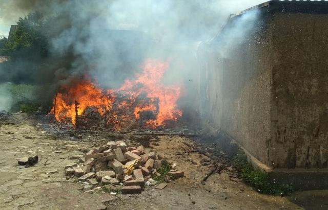 Пожежа у Берегові: горів будинок в ромському поселенні