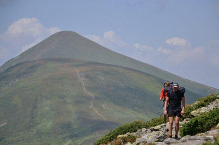 Рятувальники за допомогою мобільного телефону допомогли заблукалим туристам спуститися з гори Говерла