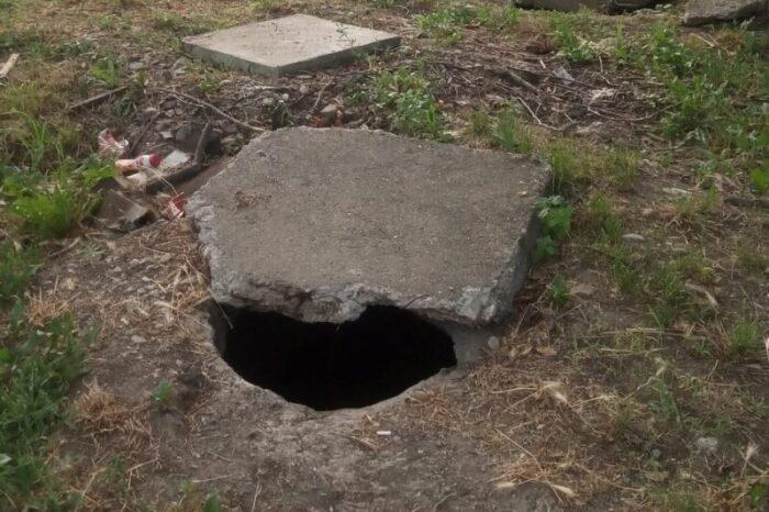 На Виноградівщині маленька дитина ледь не провалилася в зливну яму