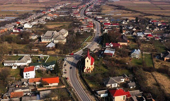Понад 2,5 км велодоріжки влаштували на дорозі міжнародного значення на Закарпатті (ФОТО)