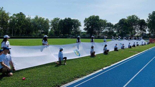 На Закарпатті розгорнули найбільший в Україні Олімпійський прапор