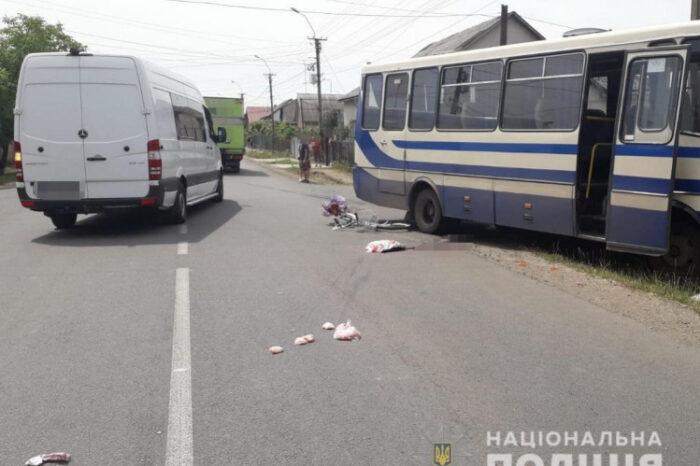 У Виноградові велосипедистка потрапила під маршрутку