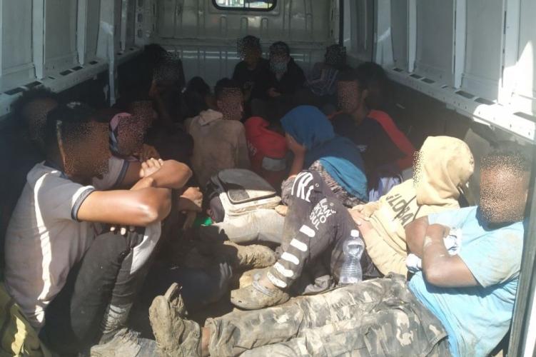 Угорська поліція затримала закарпатця який незаконно перевозив 21 мігранта