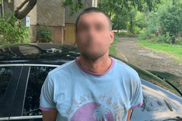 У селі Гать затримали грабіжника, який проник в магазин та наніс тілесні ушкодження його власникам (ФОТО)