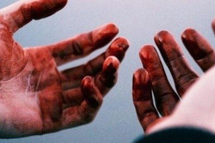 На Ужгородщині нетверезий чоловік під час сварки до смерті побив співмешканку