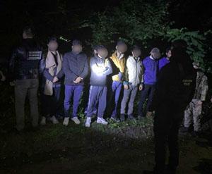 На Ужгородщині затримали вісім нелегалів