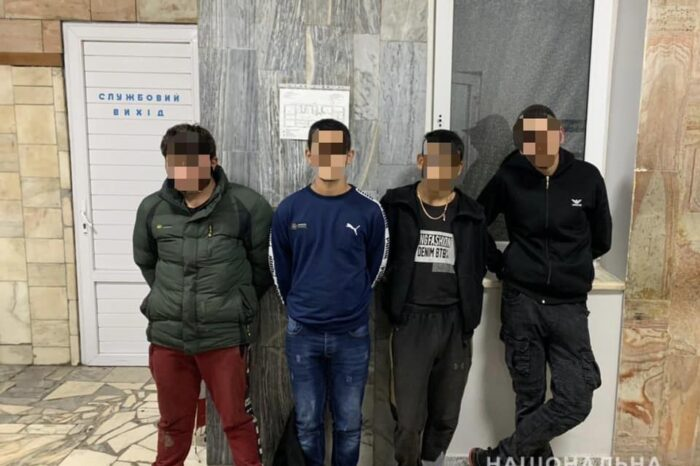Четверо підлітків у Мукачеві побили і пограбували 45-річного чоловіка