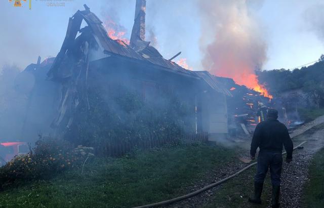 Пожежа на Тячівщині: 82-річний дідусь залишися без даху над головою